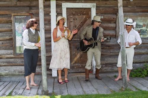 A little Myrtle & Alex dress-up inspiration. Photo: Joern Rohde/wpnn.org